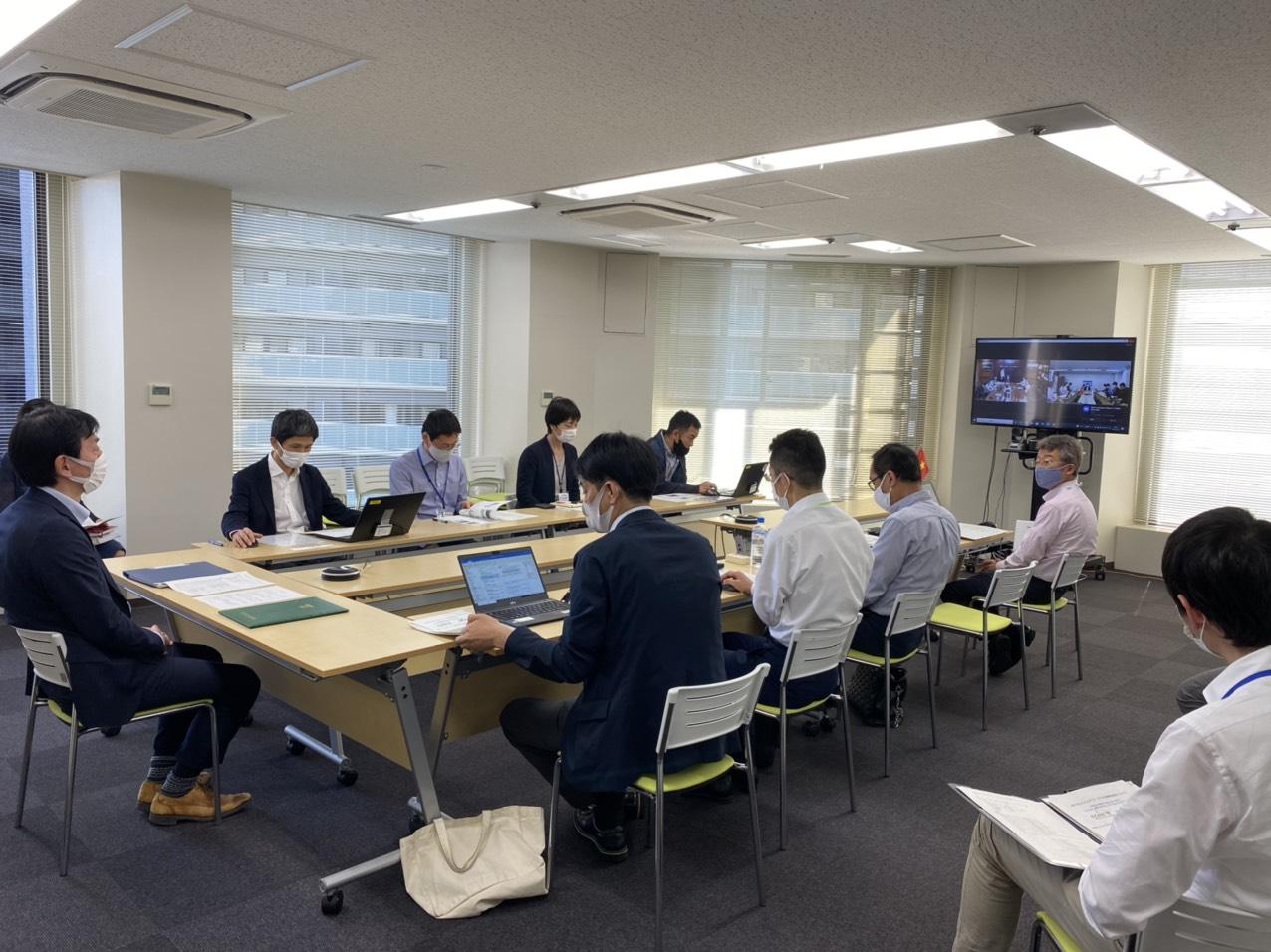 Các đại diện chính quyền TP. Kobe trong buổi ký kết hiệp định.